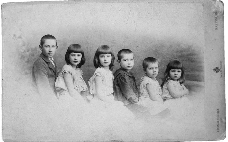 Georg Trakl z rodzeństwem, ok. 1896 (© Georg-Trakl-Forschungs- und Gedenkstätte Salzburg)